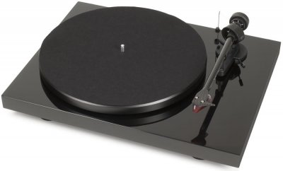 <p>Not only is it the best turntable under $400, the ProJect Carbon Debut is also a beauty</p>