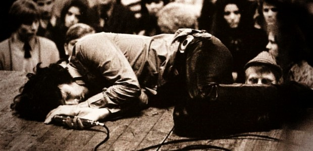 http://images.upvenue.com/pics/articles/7-most-controversial-jim-morrison-moments-1409.jpg